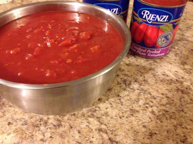 Tomates San Marzano tienen un sabor único. Estos no son técnicamente San Marzano. Estos se encuentran cerca de la mitad del precio. Ello'll do for what I want.