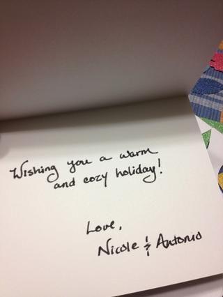 Escribe una pequeña nota dentro de la tarjeta. lo siento's more personal.