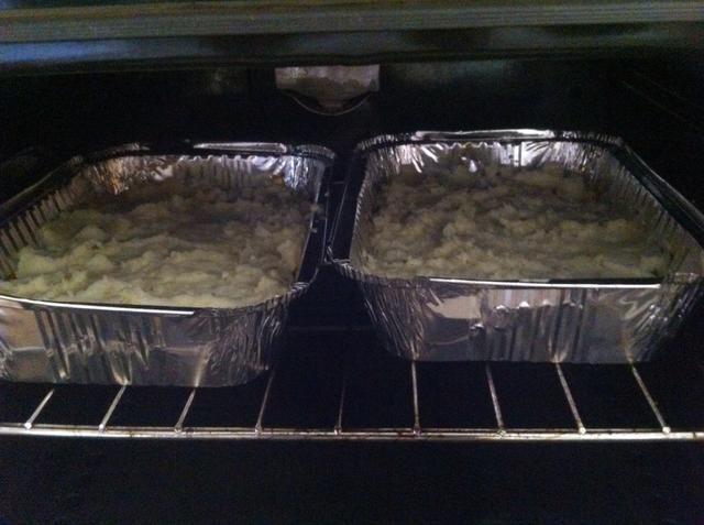 Dejar en el horno hasta que estén doradas en la parte superior alrededor de 15-25 minutos, mantener el control