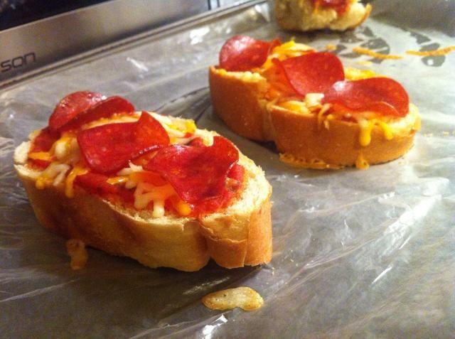 BAM. Creo que estos gusto incluso mejor que otros lugares de pizza y sin toda esa grasa desagradable me secaba, disfruto: D