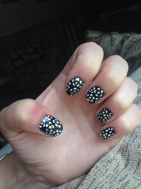 Cómo hacer que las uñas de flores simples