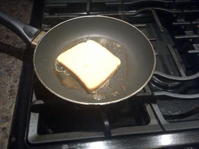 Cocer el pan hasta que estén doradas por ambos lados