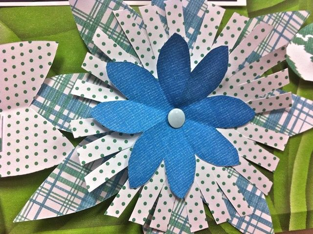 Para la hoja azul usé pétalos en forma de V redondeadas. Para los lunares, I cuadrado del borde de los pétalos y cortar algunos