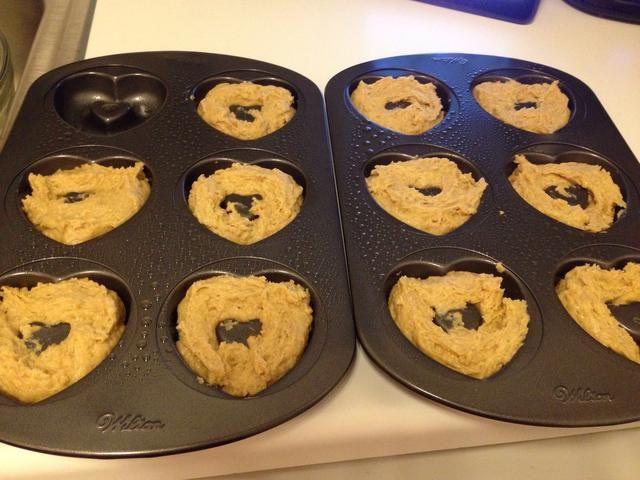 Una vez que las bandejas están llenas (yo era capaz de hacer 11 al duplicar la receta), coloque en el horno y hornear durante 10-15 minutos. Las rosquillas no tomar color, sino que debe