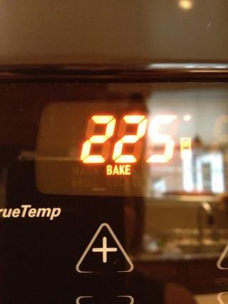 Ajuste el horno a 225.