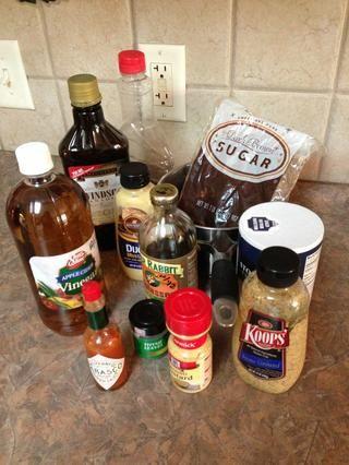 Reunir los ingredientes y preparar la salsa. La receta hace 3 tazas y cualquier tiendas sobrantes así en el refrigerador para uso futuro.
