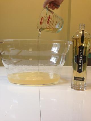 1/2 taza de licor de flor de saúco (Tiene un sabor ligeramente dulce floral que amamos.)