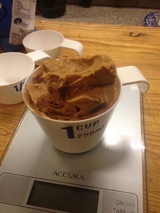 Escala 1 taza de mantequilla de maní