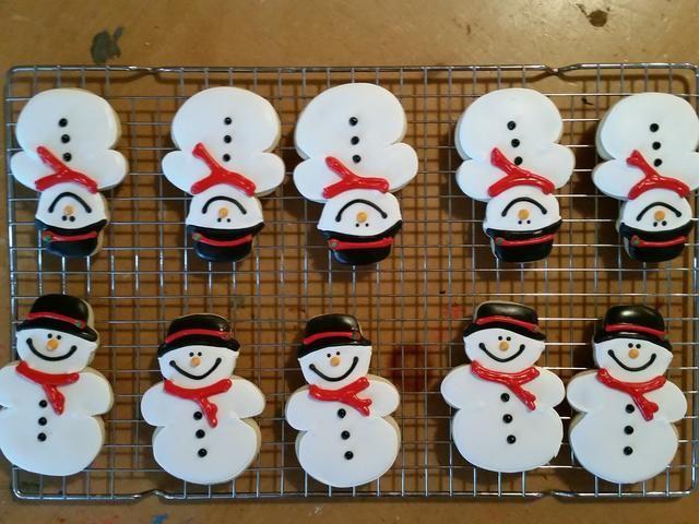 Después de todo de sus mejores galletas están decoradas con detalles y completamente seco. usted're ready to assemble your Snowball Pooping Snowmen!