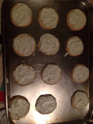 Una vez que están fresco helada las galletas con el glaseado de vainilla