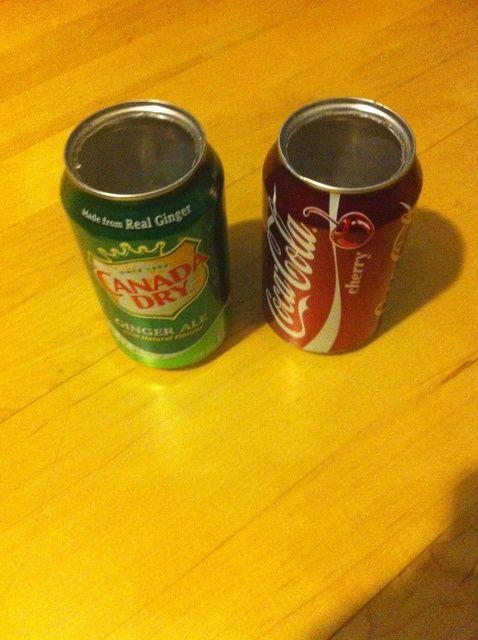 Cómo hacer latas de soda en contenedores sin un abrelatas