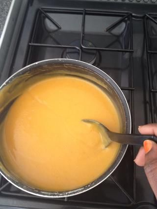Una vez que todos los contenidos es nuevo en la olla, coloque la sopa a fuego lento y remover durante un minuto o 2.