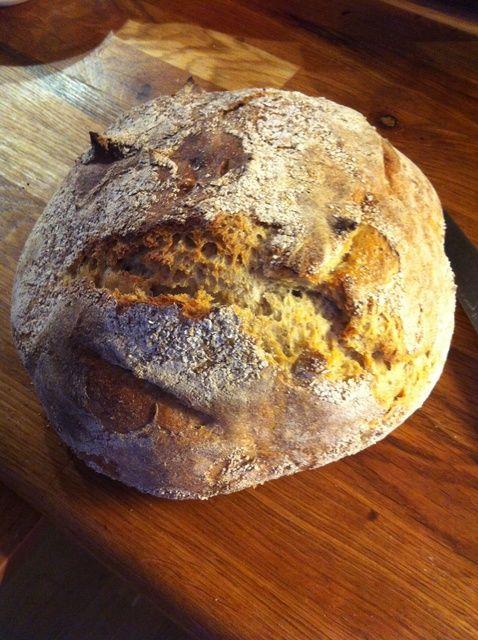 Cómo hacer pan de pan amargo Basado en centeno y harina de trigo Receta
