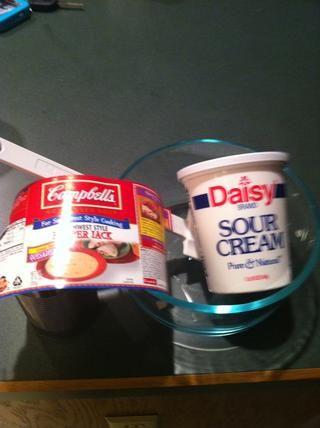 Mezclar 8 oz de crema agria y la sopa