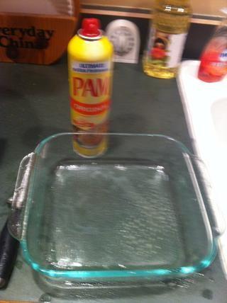 Rocíe el fondo del molde de modo patatas don't stick