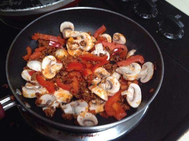 Añadir las setas! (Usted puede agregar cualquier verdura, setas son lo que yo tenía en la cubierta de esta mañana. Trate de maíz si lo tiene!)