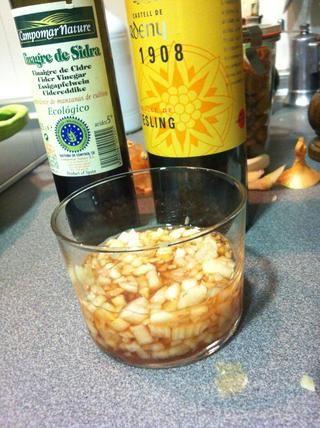 Añadir el vinagre y deje reposar durante 10 minutos.