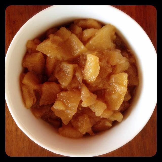 Ahorra un poco de puré de manzana caliente para que usted pueda probar.