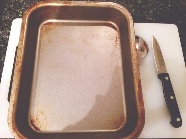 Herramientas: bandeja de horno, cortar cuchillo, cuchara, tabla de cortar