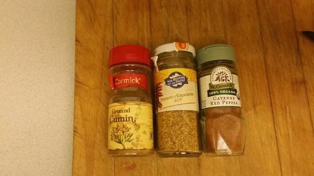 necesitará el comino, la pimienta roja de cayena y otras especias, yo solía espelete pimienta .. (especialidad de mi región en Francia)