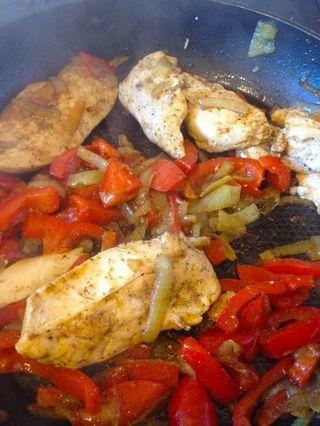 Mantenga mezclar todo cada 2-3 minutos por lo que los ingredientes don't burn with the heat.
