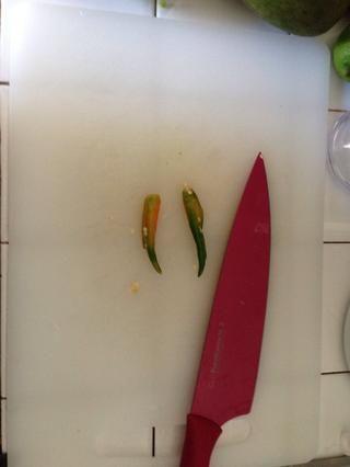 Thai Chili sembró y en rodajas finas. (Opcional)