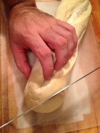 Cortar el pan en un ángulo.