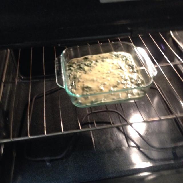 Agregar la espinaca y mezclar bien. Verter en el molde engrasado y dejar que cueza durante los minutos adecuados. El nivel del mar: 45 min Altitud: misma. Si lo desea, agregar más queso a la parte superior de unos 10 minutos antes de retirarla