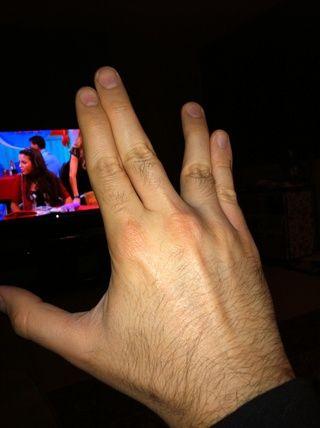 Por último, debe relajarse todos los dígitos y separar cuidadosamente su dedo índice y medio de su anillo y los dedos meñique como pares digitales. La práctica hace al maestro de verdad, por lo que don't give up!