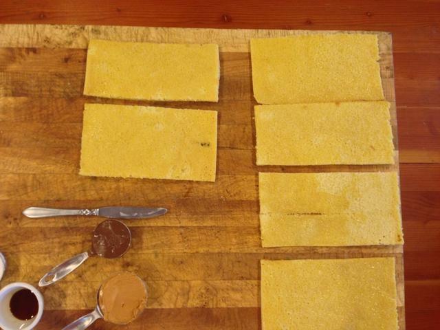 Cortar torta de la hoja en seis porciones iguales.