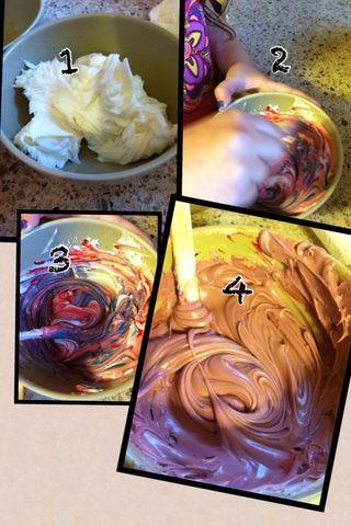 Siga la parte posterior de sus instrucciones de alimentos de gel sobre cómo hacer que ciertos colores.