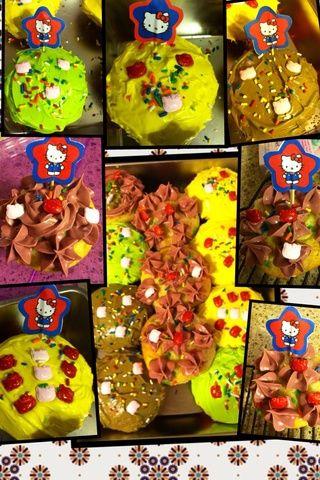 Mi magdalena funfeti con colores vivos de la primavera de Hello Kitty temática está listo para el consumo.