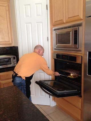 Pop los vegetales en el horno a 400 durante 5 minutos a la ligera asadas, manteniéndolos al dente.
