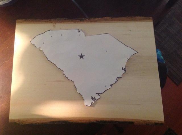 Cortar un mapa de su estado. Para este ejemplo, he usado Carolina del Sur. (No pegue / TAPE su mapa a la junta o será difícil de conseguir cuando haya terminado)