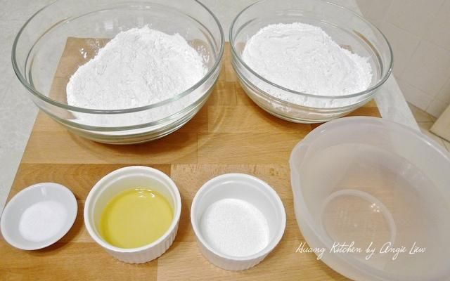 A continuación, preparar los ingredientes necesarios para hacer las pieles dumpling.