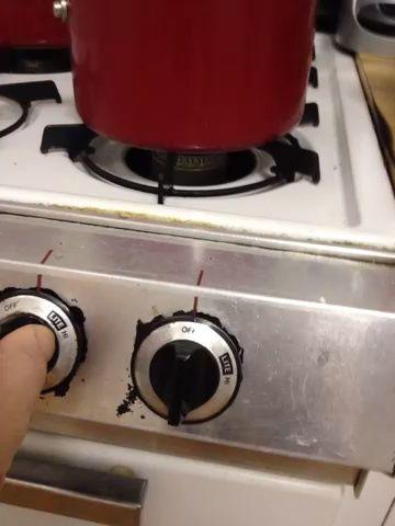 Deje hervir la olla pero ten cuidado de cerca. La harina de avena puede hervir fácilmente sobre.