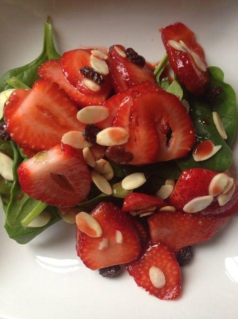 Cómo hacer que la fresa y de la espinaca Ensalada Receta