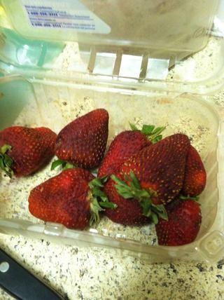 Y estas fresas que nadie utilizan! No me gusta tirar comida, pero éstos ganado't keep much longer! What's easy? Apple sauce!