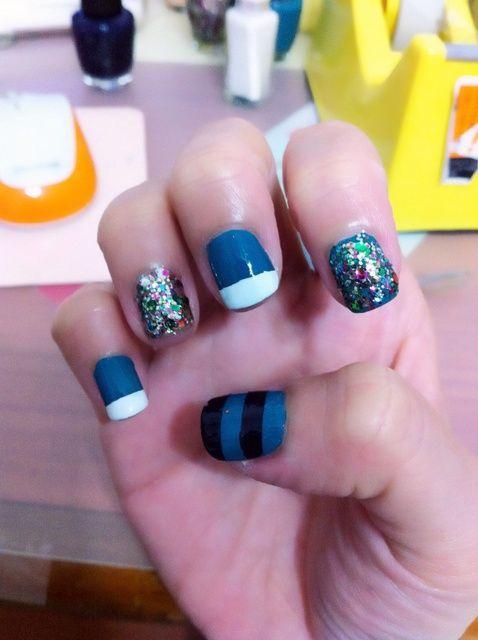 Cómo hacer rayas en las uñas!