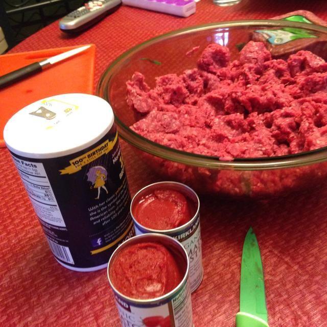 Coloque la carne en un tazón.
