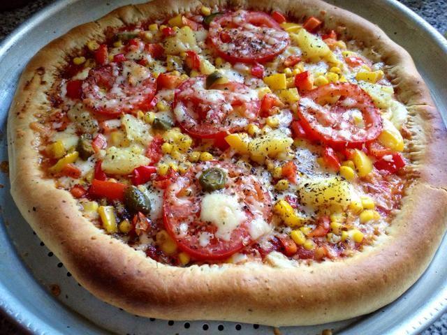 Poner en el horno a gas marca 5 durante 12 minutos o hasta que la masa y el queso ha ido doradas. Saque y disfrutar cálida ??????