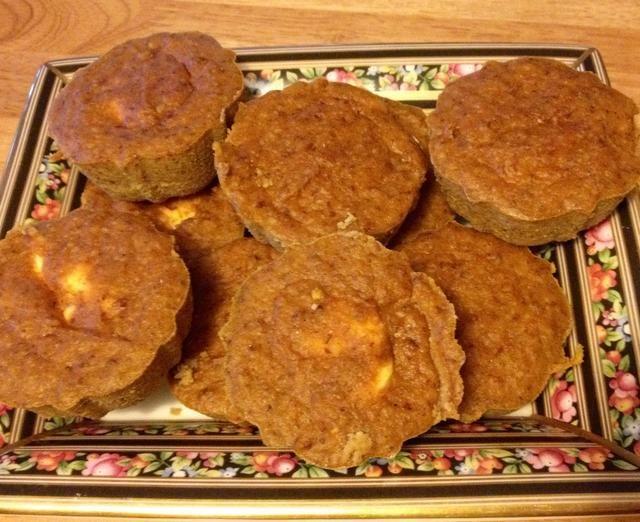 Retire los muffins de la sartén.