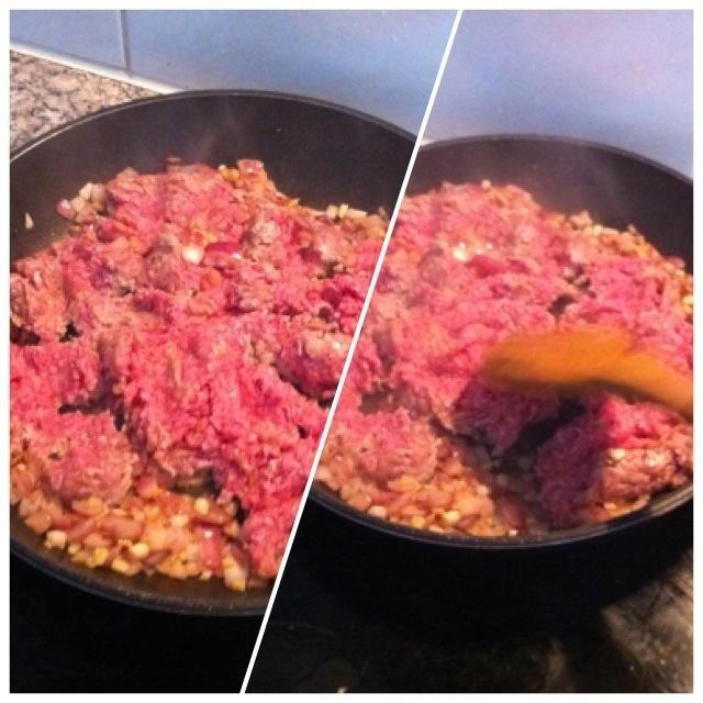 Añadir la carne picada y mantener en agitación.