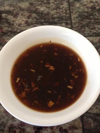 La salsa debe tener este aspecto cuando se hace. Deje que se enfríe a temperatura ambiente y disfrutar. :)