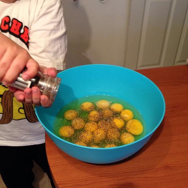 Condimentar con sal y pimienta