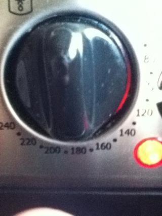 Paso 4. Precalentar a 180 grados centígrados (aproximadamente 350 Faranheit)