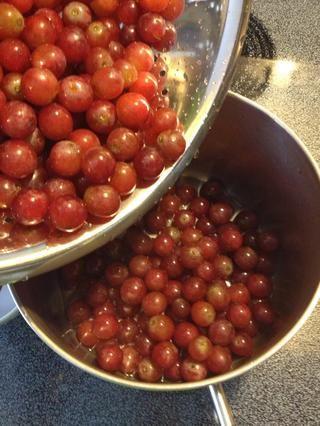 ..add sus uvas.