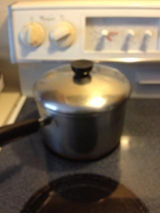 Tape y cocine a fuego lento durante 7-10 minutos.