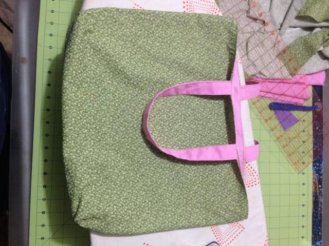 Por una costura estrecha alrededor de la parte superior de la bolsa de cerrar la brecha, así como crear un borde mirando terminado. Pulse la bolsa.