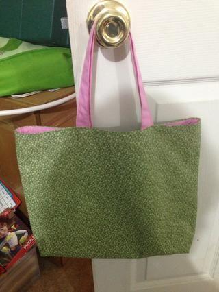 Ahora usted tiene una bolsa bonita con un forro en contraste.